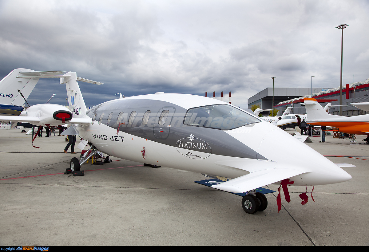 piaggio p-180 avanti - large preview - airteamimages