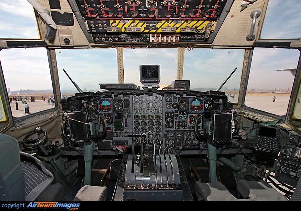 Lockheed C-130H Hercules  C 130 Cockpit