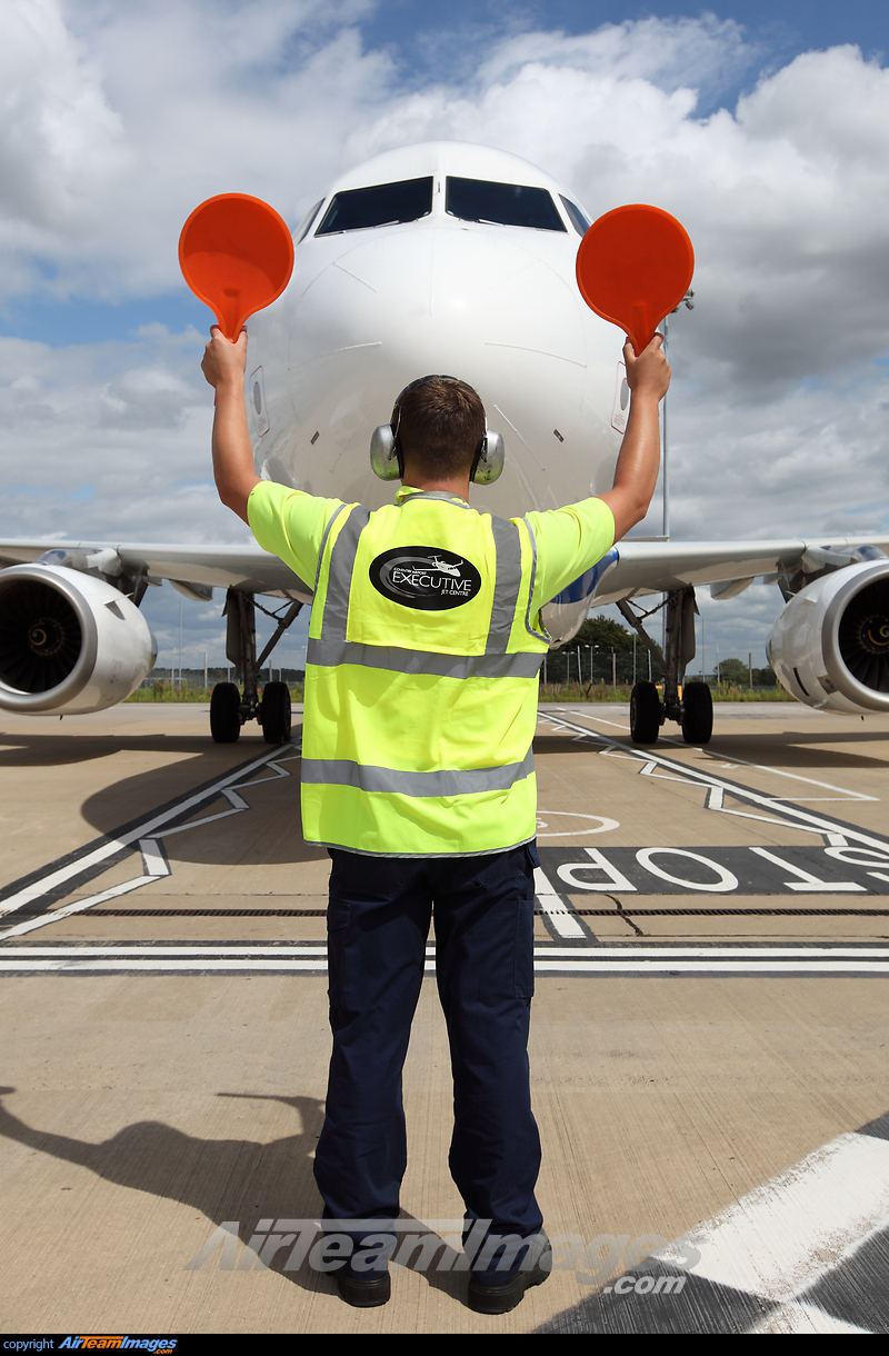 Aircraft Marshaller - Large Preview - AirTeamImages.com