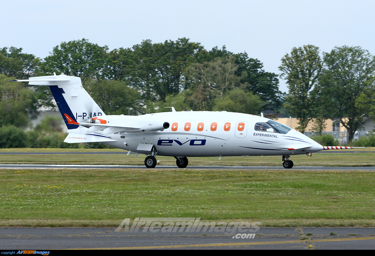piaggio p-180 avanti evo - large preview - airteamimages