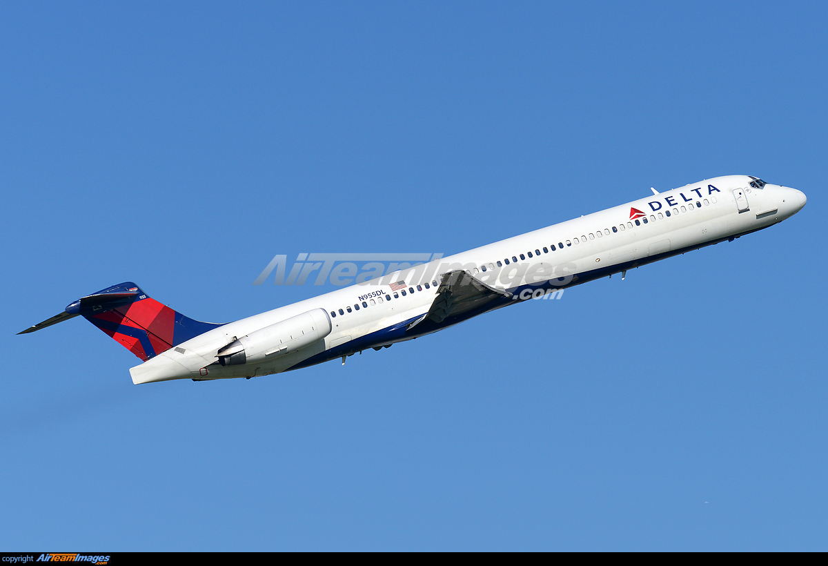 McDonnell Douglas MD-88 - Large Preview