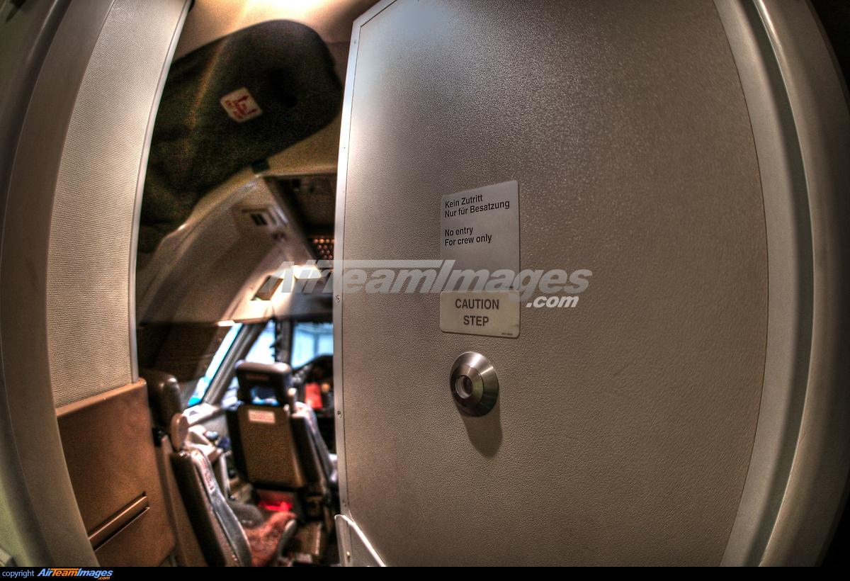 Boeing 747-400 Cockpit Door & Boeing 747-400 Cockpit Door - Large Preview - AirTeamImages.com
