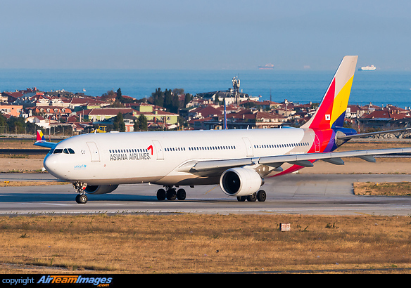 Airbus A330-323