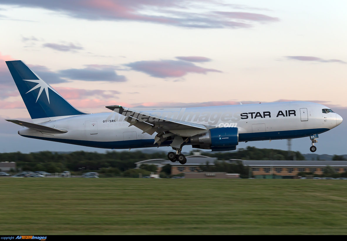 Boeing 767-204/ER(BDSF) - Large Preview - AirTeamImages com