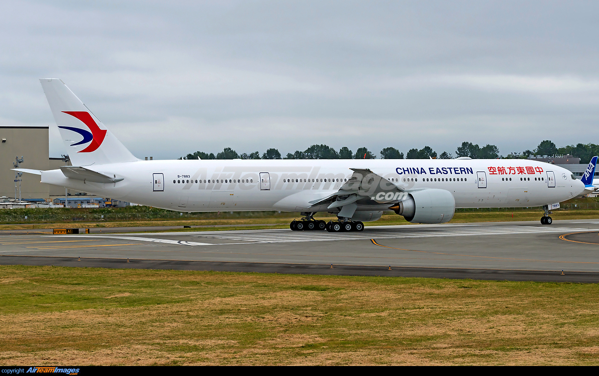 ... boeing 777 300er b 7883 everett airport view image information Airport
