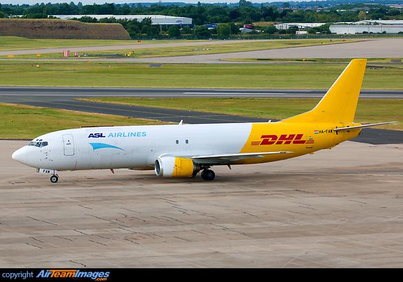 Boeing 737-476(SF)
