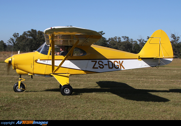 Piper PA-22-135 Tri-Pacer (ZS-DGK) Aircraft Pictures