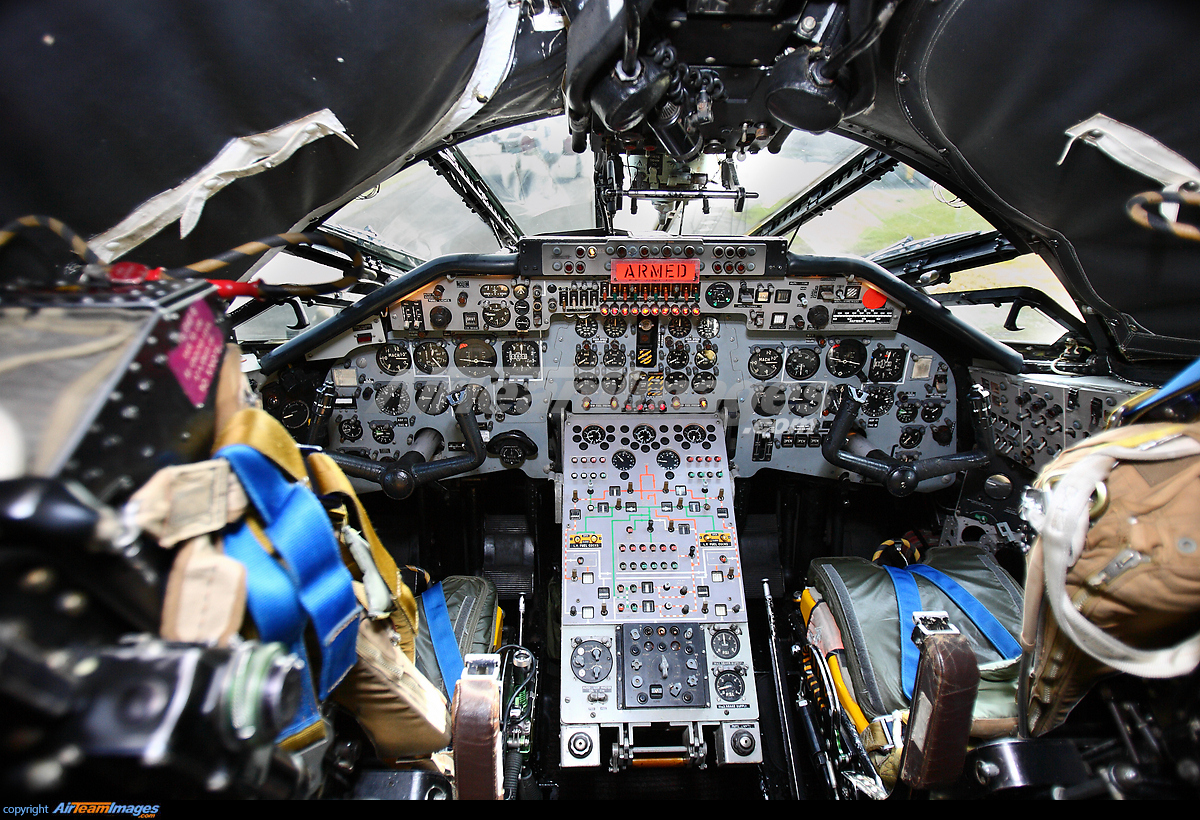 royal air force handley page victor xl231 elvington airport view image