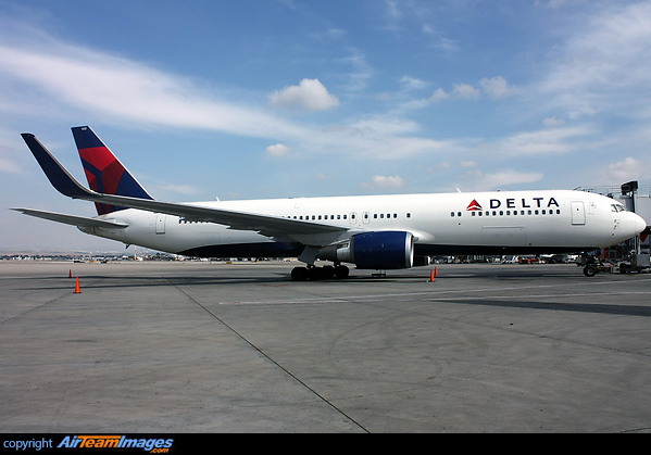 Boeing 767 332 Er N1612t Aircraft Pictures Amp Photos